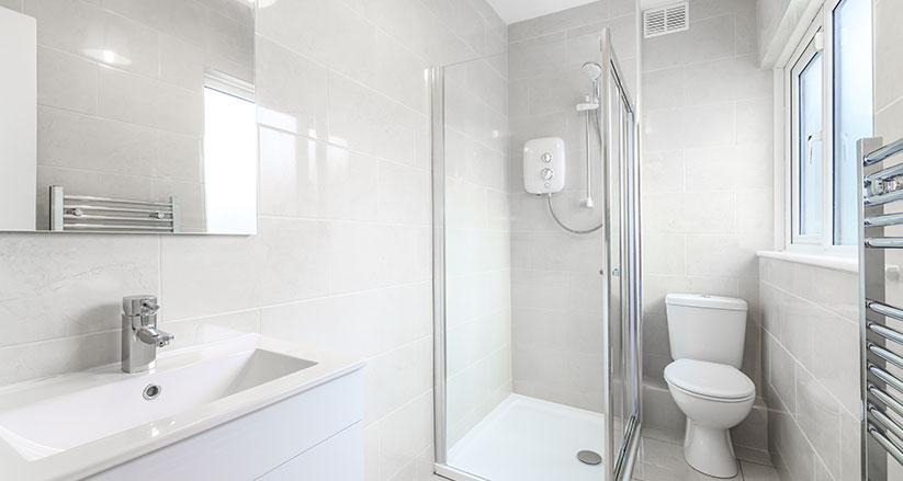 Idee e soluzioni per il tuo bagno piccolo con vasca a Brescia e Bergamo